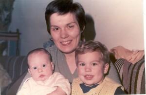 Két kicsi gyermekemmel, 1985